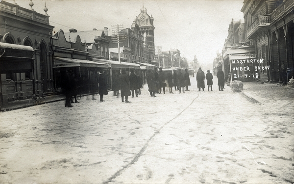 Queen Street in Masterton after the 1918 snowstorm.