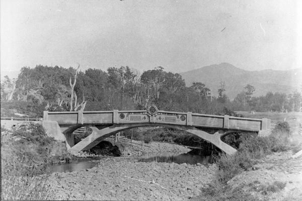 Kaiparoro bridge, a unique monument to the fallen of World War One.